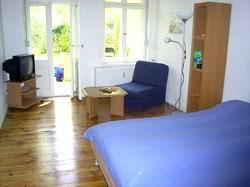 zimmer berlin zimmervermittlung ferienwohnung 030 67802960. Black Bedroom Furniture Sets. Home Design Ideas